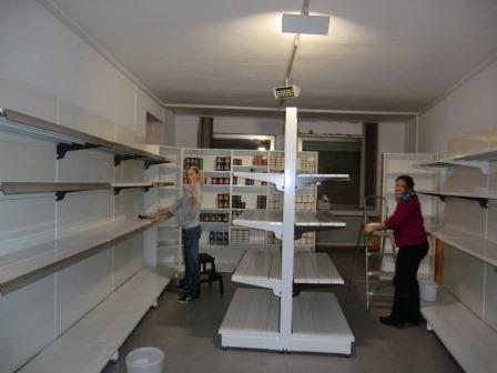 Für Ordnung, Sauberkeit und Regalbestückung - Stephanie und Manuela